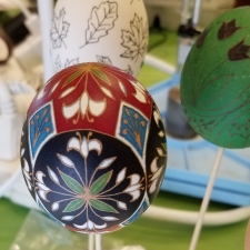 Karen Hanlon's dyed and etched pysanka